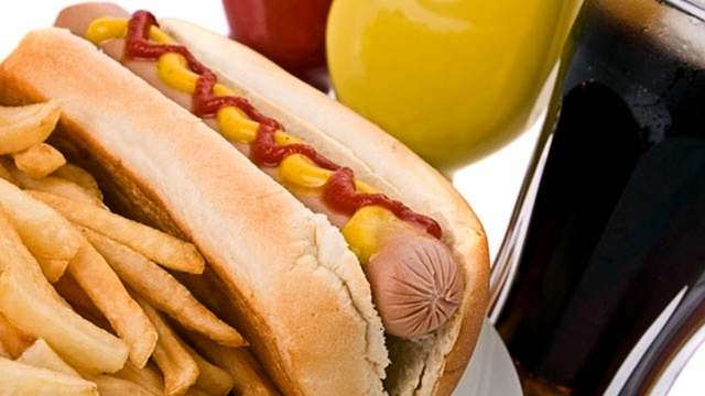 hot-dog-french-fries-unhealthy-food_1521483316137_353168_ver1.0_38618143_ver1.0_640_360_1540160782665.jpg