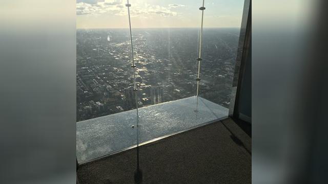Willis Tower crack_1560374776516.jpg.jpg