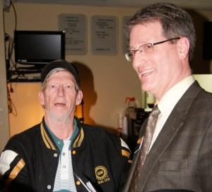 Kentwood Mayor Stephen Kepley visits with a veteran.