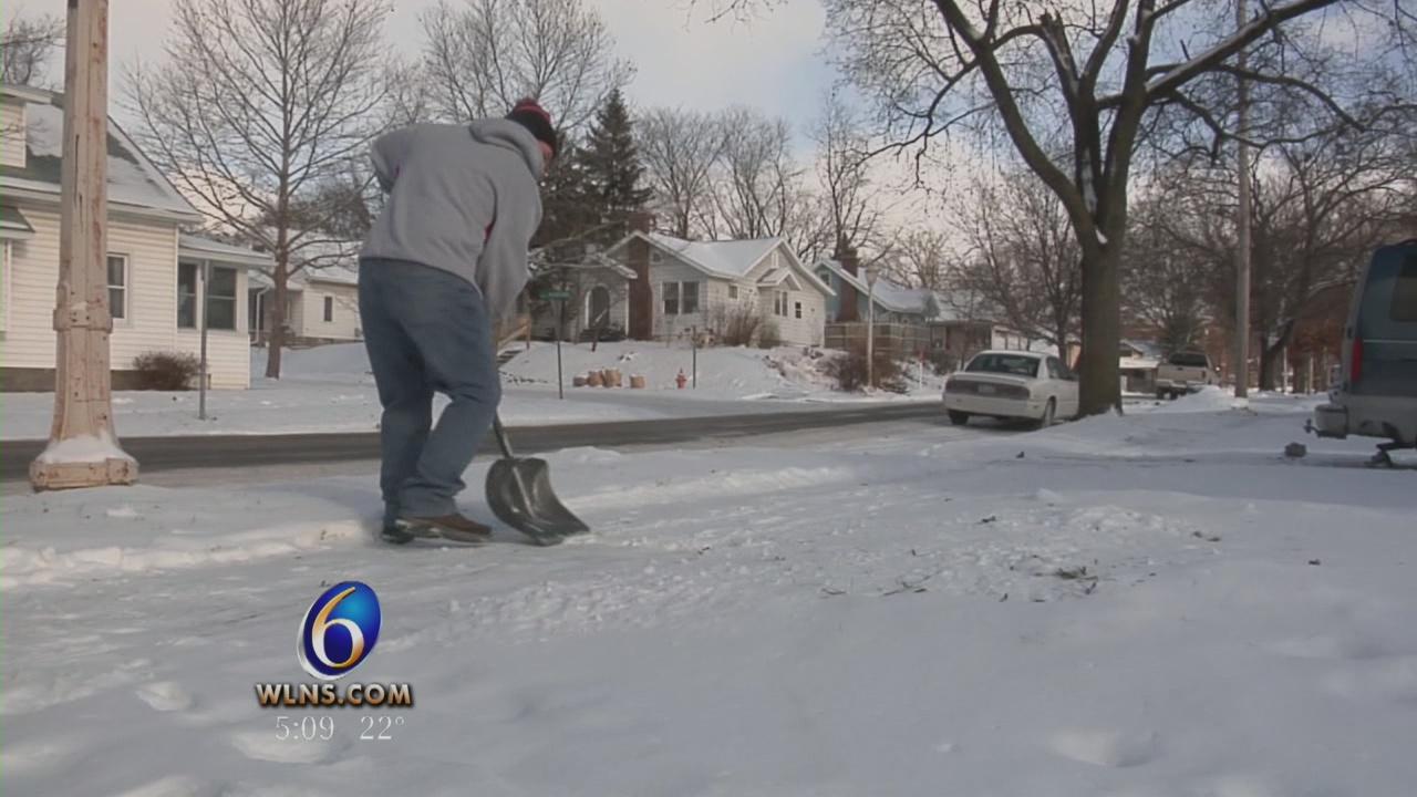 Snow shovelers_11104