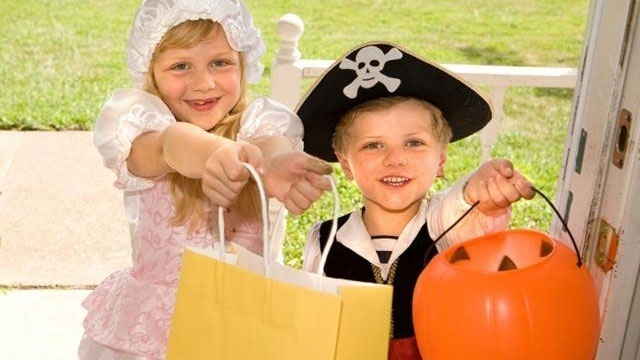 halloween-trick-or-treaters-candy-jpg_166248_ver1-0_13866376_ver1-0_640_360_331794