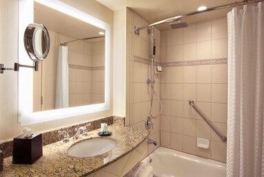 laswi-guest-bathroom-6671-hor-clsc