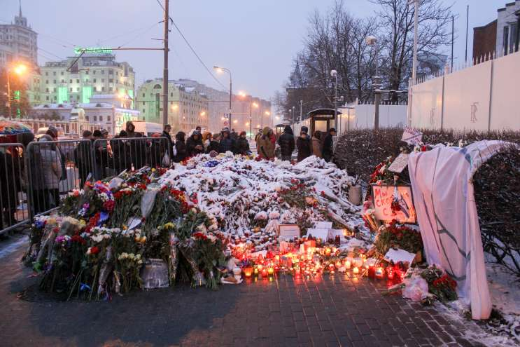 People around the world are honoring the victims of the November 13th attacks in Paris. This picture was taken in Moscow. Photo: Wikimedia Commons.