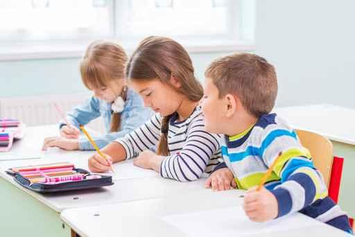 Children of the school bench_499754