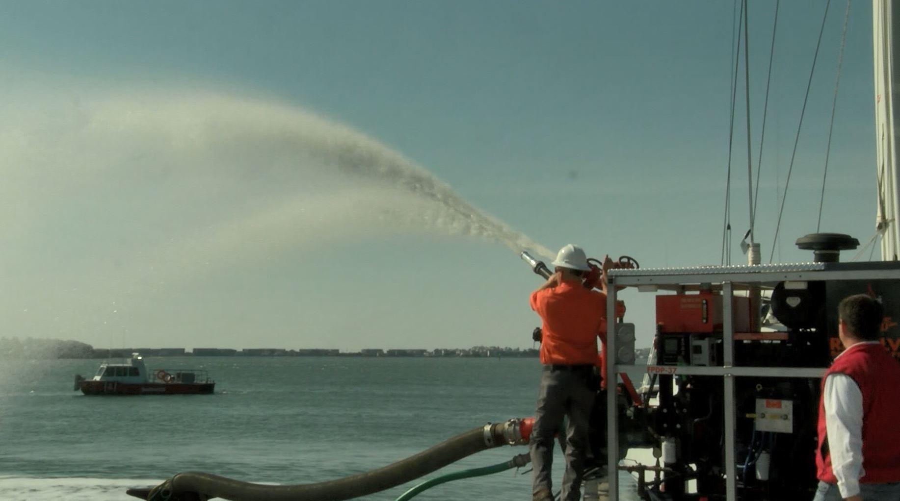 maritime fire fighting_584383