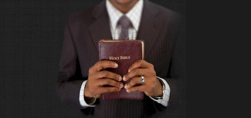 hands_holding_bible