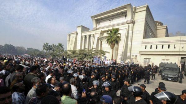 Islamists shut down Egypt's Supreme Court