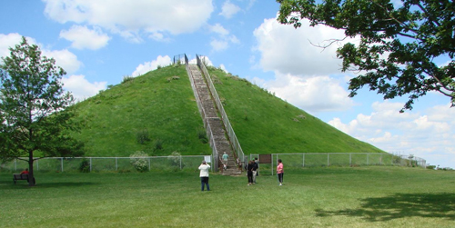 Circle mound in Newark, Ohio, believed to be ancient burial grounds.