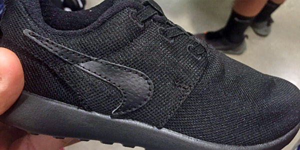 Fake Nike shoes featuring upside-down swoosh (Photo: Twitter)