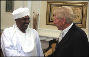 Smiling dictator Omar al-Bashir welcomes William J. Murray to his home (2006).