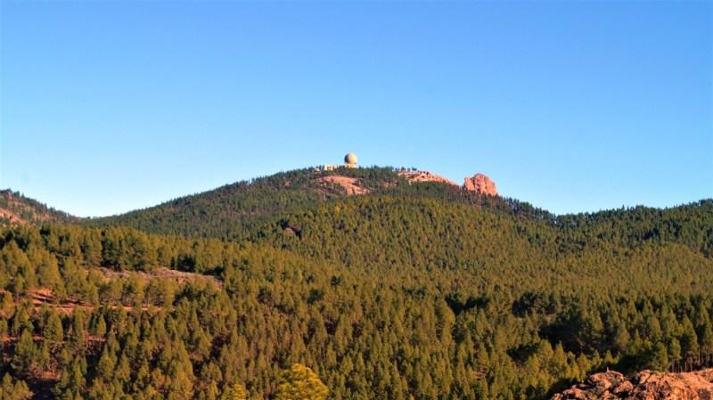 Der Berg ist grün, im Winter kann er ein weißes Häubchen haben