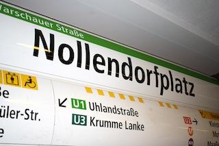 Eine bequeme Möglichkeit für die Anreise zum Winterfeldtplatz ist die U-Bahn Station Nollendorfplatz