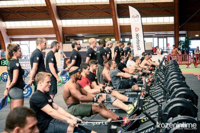 Une competition de CrossFit ®* avec une epreuve de rameur
