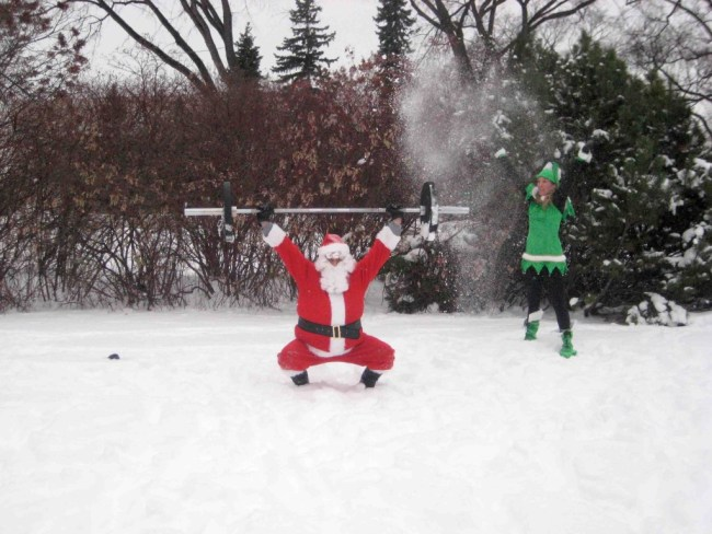 Quand le Pere Noel s'essaye au crossfit