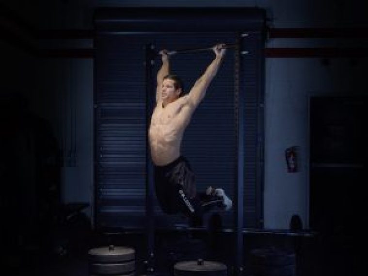 kipping-chest-to-bar-pull-up-pera