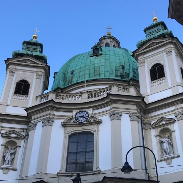 Blick vom Graben auf die Peterskirche