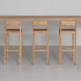 Der Barstuhle SIT BAR des Mailänder Designduos Lorenz+Kaz. © ZEITRAUM