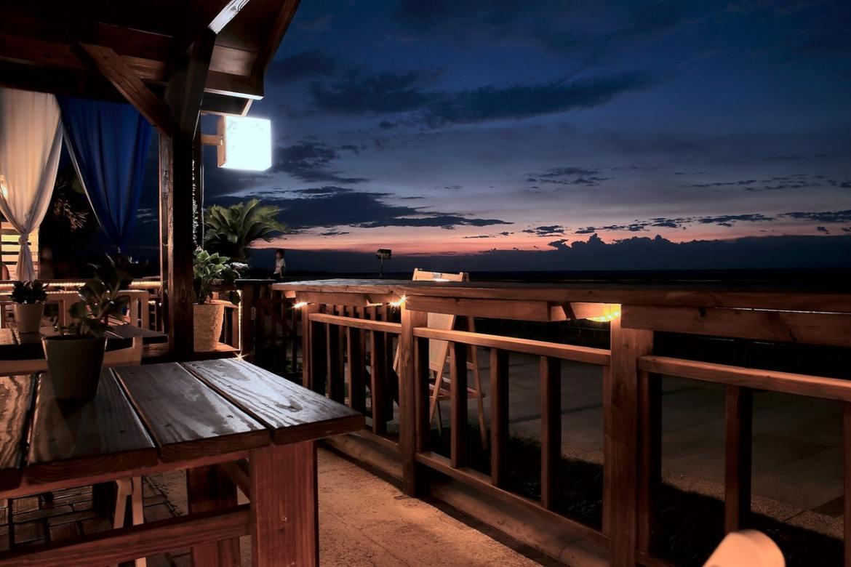 Ein schöner Balkontisch für gute Stimmung
