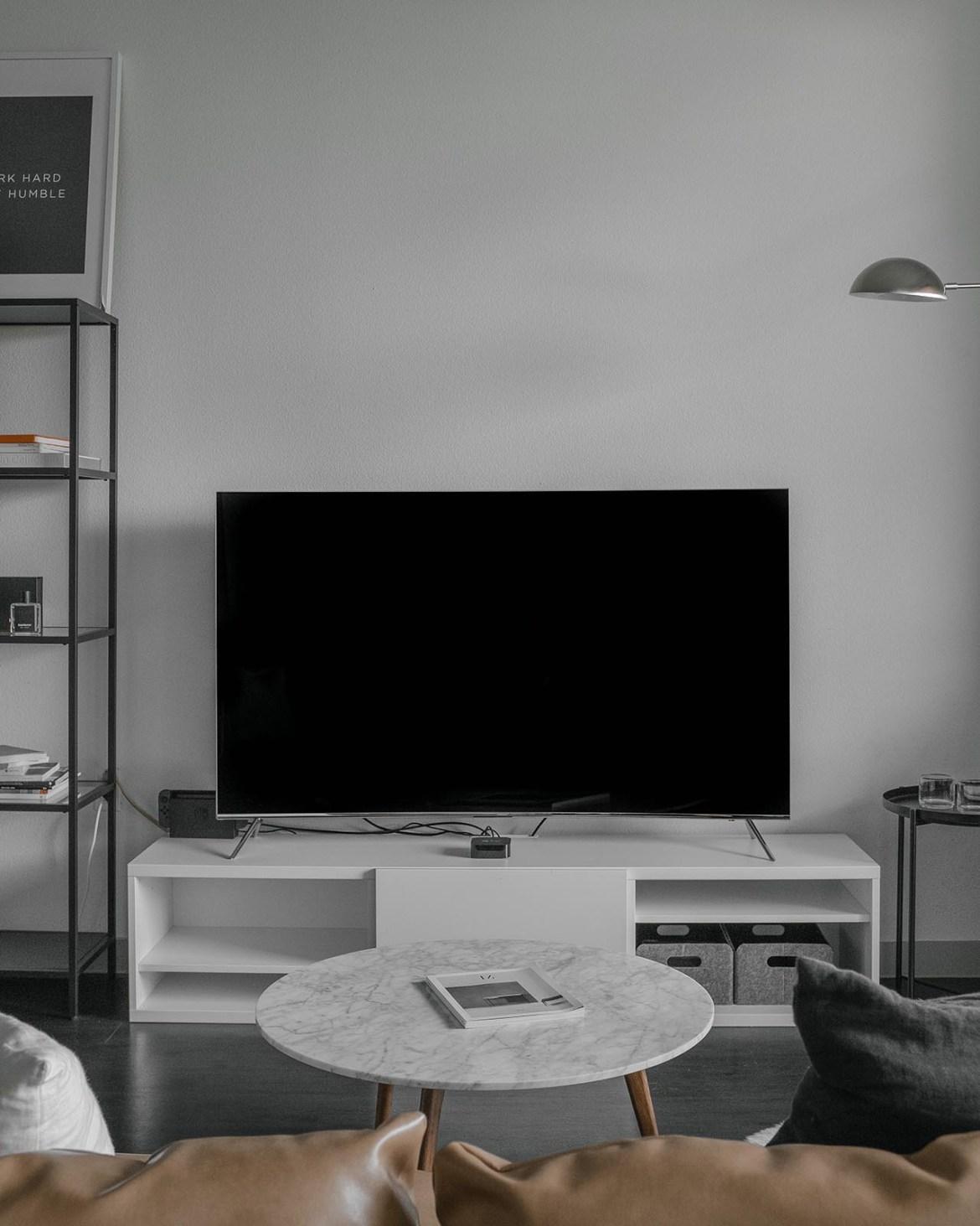 Fernsehschrank in weiss