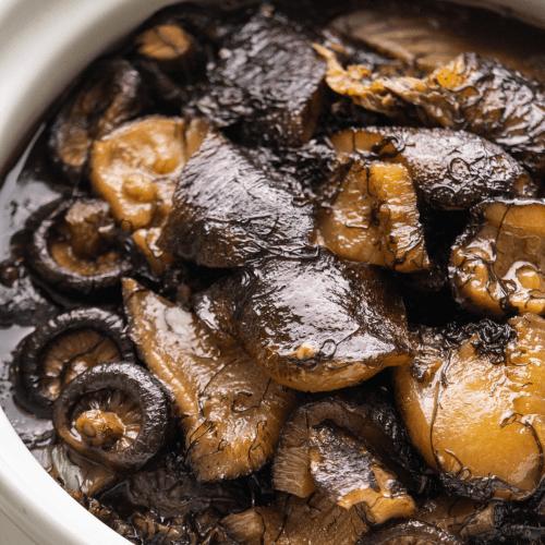 Braised sea cucumber in a pot