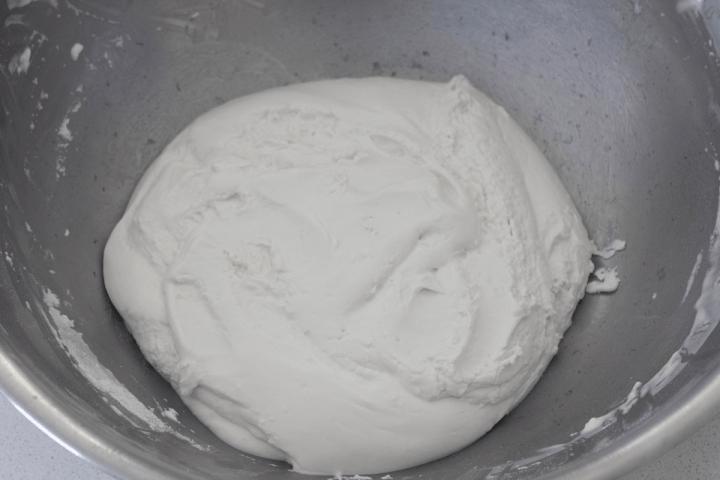 Glutinous rice flour dough in a bowl.