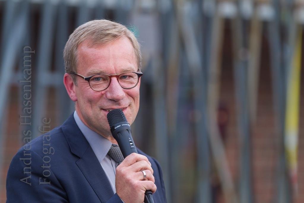 Wolfgang Heuer beim Richtfest in der Hobbeltstraße.