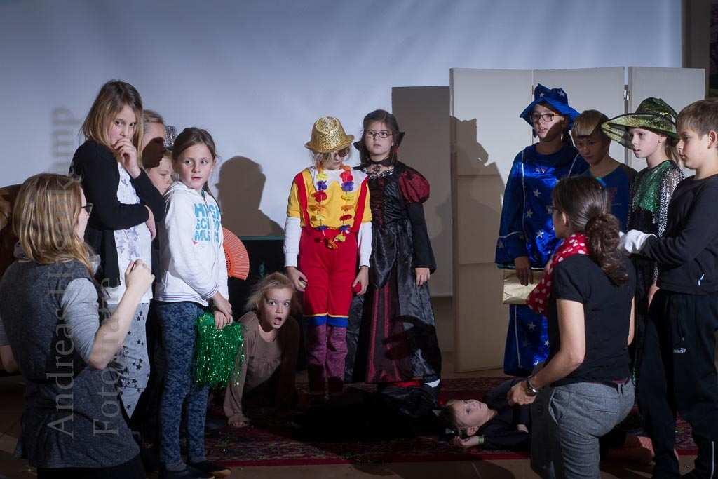 Theater-Workshop für Kinder im Kulturbahnhof Hiltrup mit Kathrin Marhofen und Lisa Hesse.