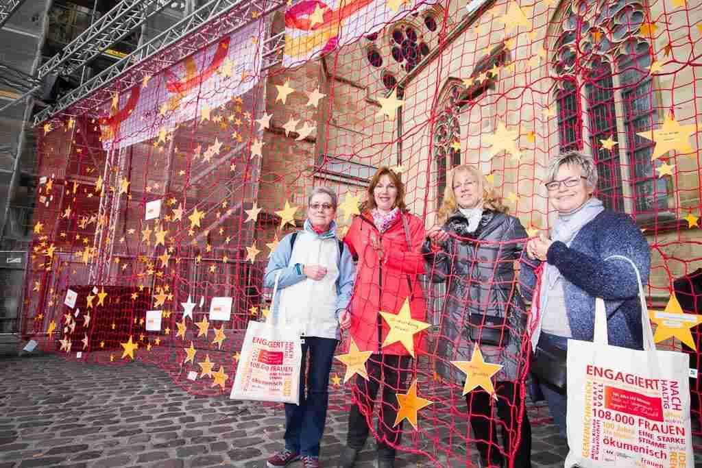 Wie über 160 andere Gruppen will die kfd aus Bockum-Hövel ihr Stück Netz ins große Netz der kfd einbinden lassen. Foto: A. Hasenkamp, Fotograf in Münster.