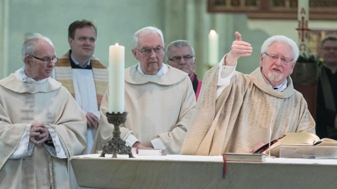Hugo Goeke in St. Ludgeri mit Konzelebranten.