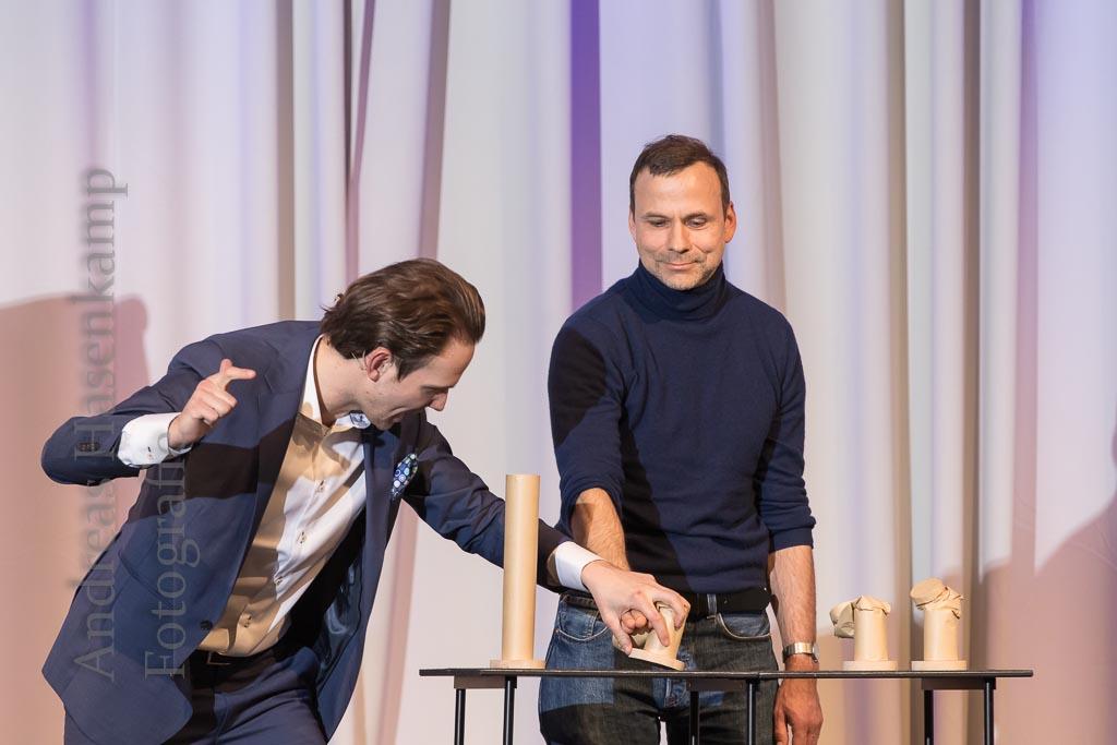 Mind-Hacking in Aktion mit einem Publikums-Gast