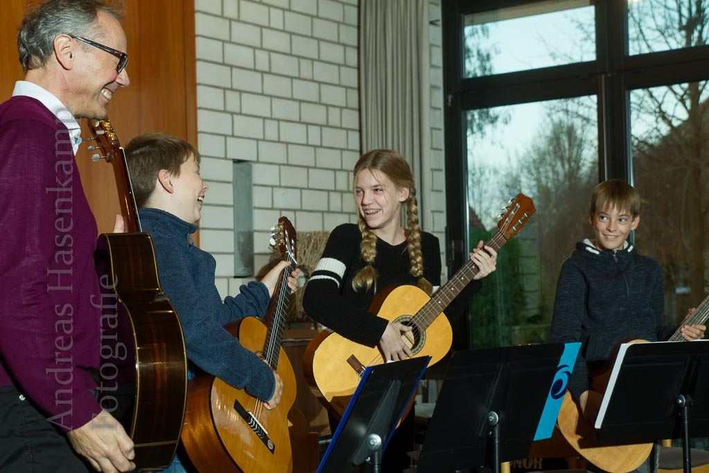 Musik macht Laune: Das Gitarren-Quartett mit Peter Ebbing, Jonas Cadua, Lucy und Tim Katzmarek. Foto: A. Hasenkamp, Fotograf in Münster.
