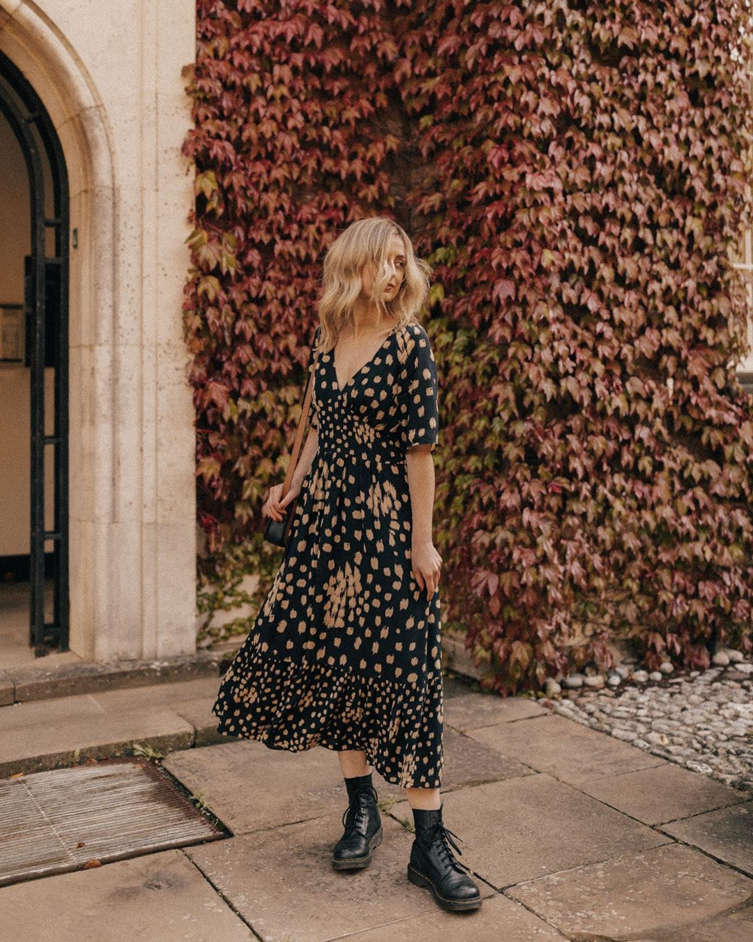 The (Mostly) Sustainable Autumn Capsule Wardrobe | crisp, romantic, beautiful wardrobe from sustainable brands | image source: @sarahmantelin