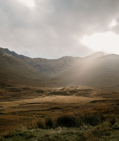 Breathtaking brown and gold Scotland views | A One Week Scottish Highlands Travel Itinerary | a detailed account of exactly what we did to make the best 7 day roadtrip through the Scottish Highlands | W&S