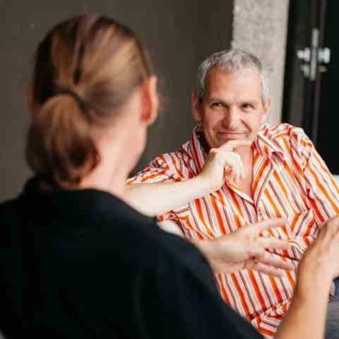 Andreas Lakits, Linz Donau, Lebensberater spricht mit seinen Klienten