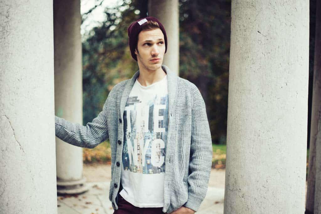 Jakob im Park, Linz, Lifestyle und Herbst Mode Fotografie