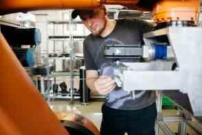 Unternehmensreportage Peak Technology, Herstellungsprozess von Carbonteile in der Automobilindustrie
