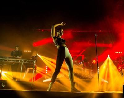 top 5-new indie queens of music-new music-indie music-music video-indie pop-female singer-wolfinasuit-wolf in a suit