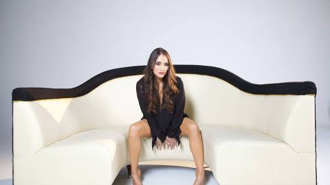 featured music video-hmmm by rosalee-rosalee-indie music-rnb-indie pop-new music-music blog-wolfinasuit-wolf in a suit