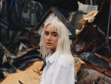 black hole - eiza murphy - Ireland - indie - indie music - indie pop - new music - music blog - wolf in a suit - wolfinasuit - wolf in a suit blog - wolf in a suit music blog