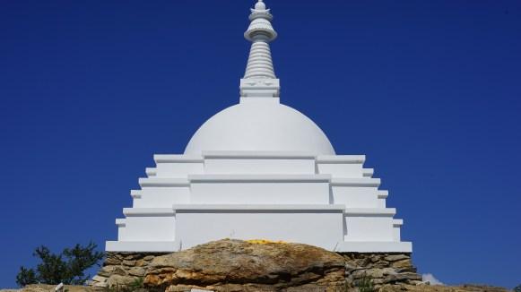 """Insel Ogoj am buddhistischen Denkmal """"Stupa der Verklärung"""""""
