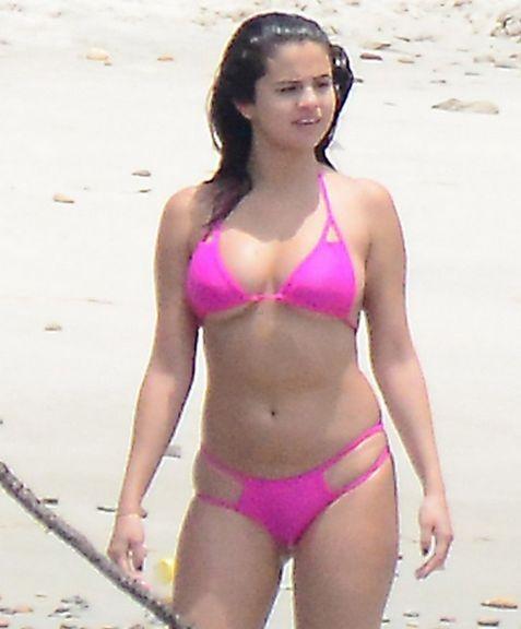Селена Гомес на пляже в Мексике