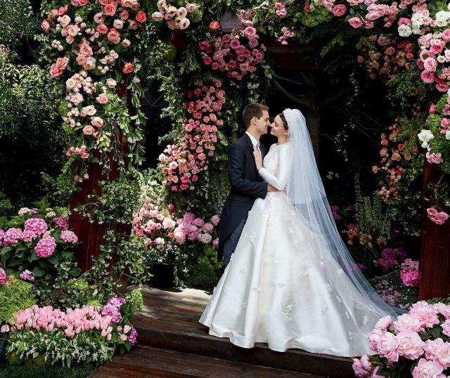 Миранда Керр показала свадебное платье