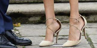 Почему Меган Маркл носит обувь на 1-2 размера больше?