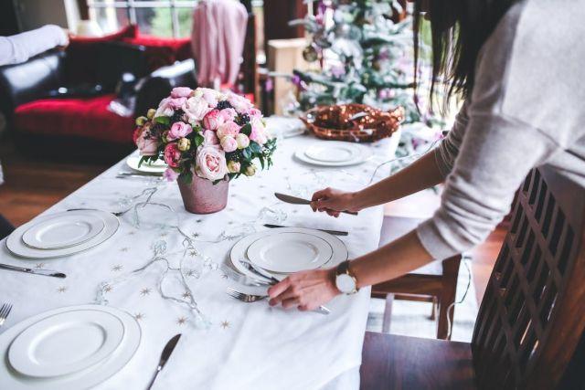 скатерть на столе делает все блюда вкуснее