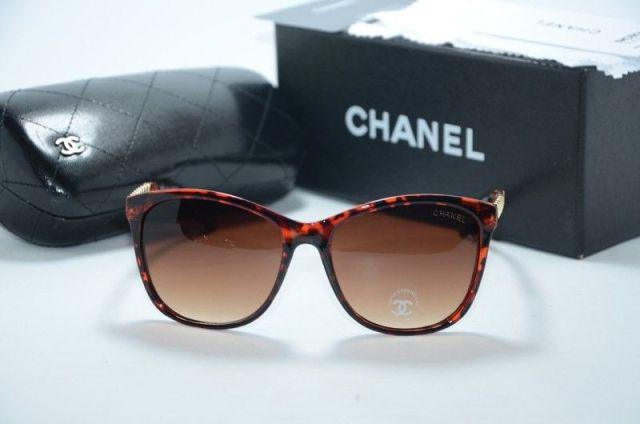 Трапециевидная форма очков от Chanel