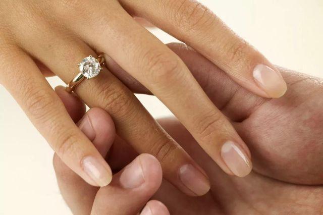 Особенности выбора обручальных колец с бриллиантами