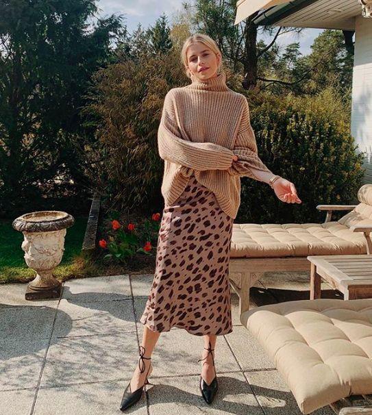 Как носить летнее платье осенью