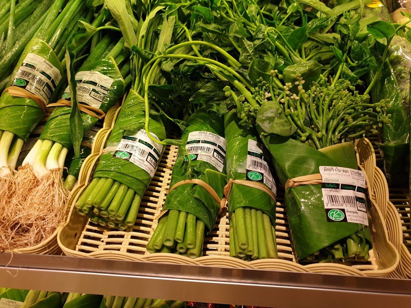 Banana leaves replace plastic in Thai supermarket