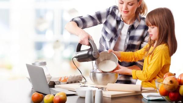 Melibatkan Anak di Dapur untuk Menjalin Kedekatan dengan Anak