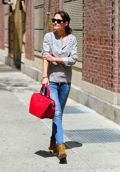 ... με μοντέρνο στιλ και σε υπέροχα χρώματα! Φυσικό ήταν οι σταρ του  Χόλιγουντ να λατρέψουν την LE PLIAGE® HÉRITAGE από την πρώτη στιγμή! Η νέα  αυτή τσάντα ... d7a8ba55c41